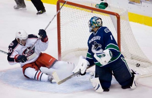 This has become a far too common sight for Roberto Luongo